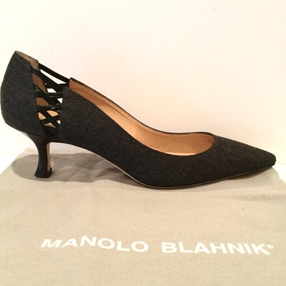 ac42c99c9d18d MANOLO BLAHNIK GRAY FLANNEL PUMPS. M_5b4a972b7386bcd15656fed2